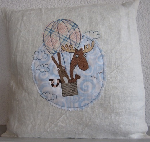 """embroidery design """"3 friends in the balloon"""""""